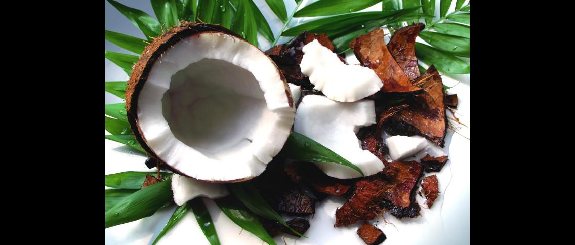 Kokos je základní surovinou monoï olejů